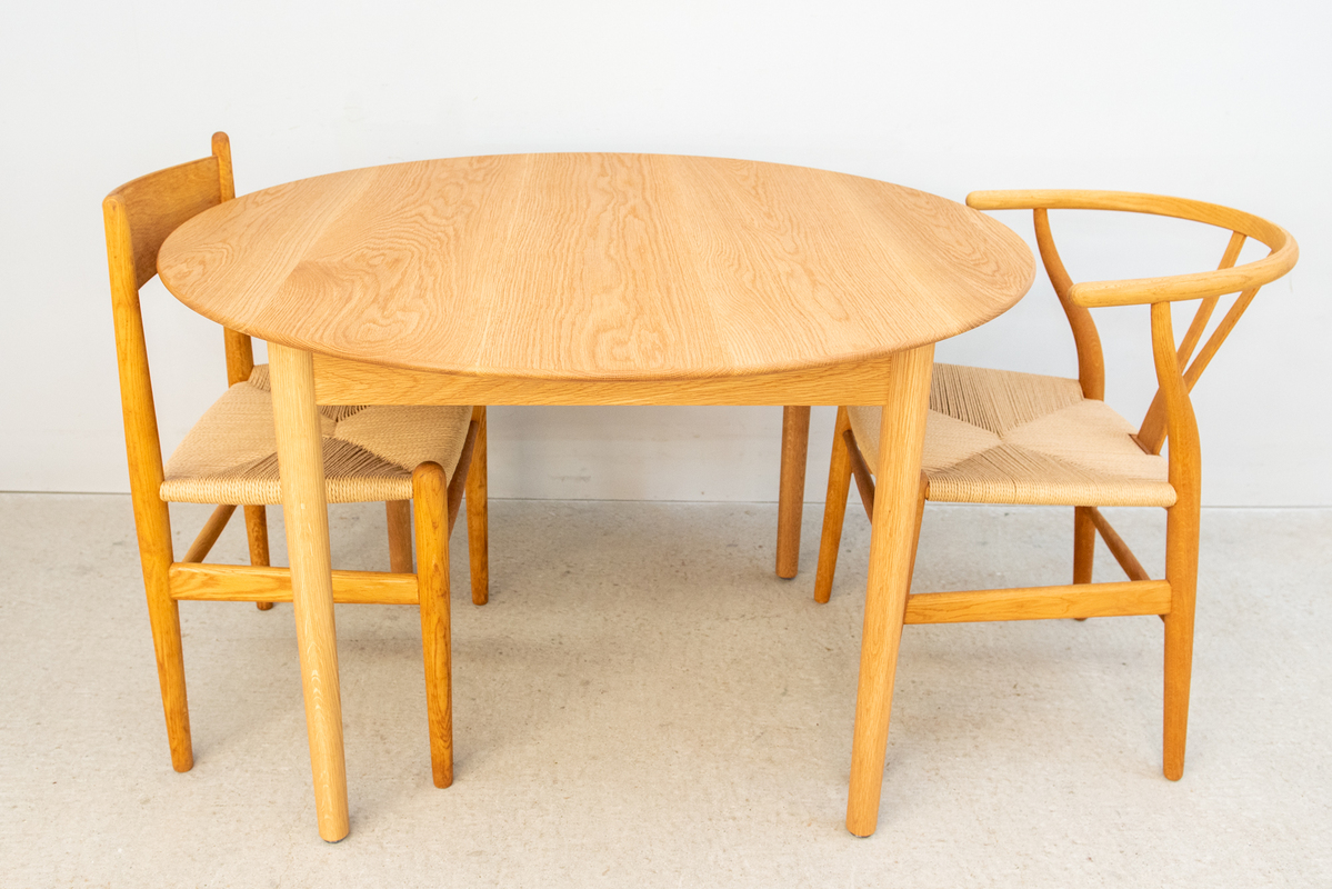 ラウンドダイニングテーブル