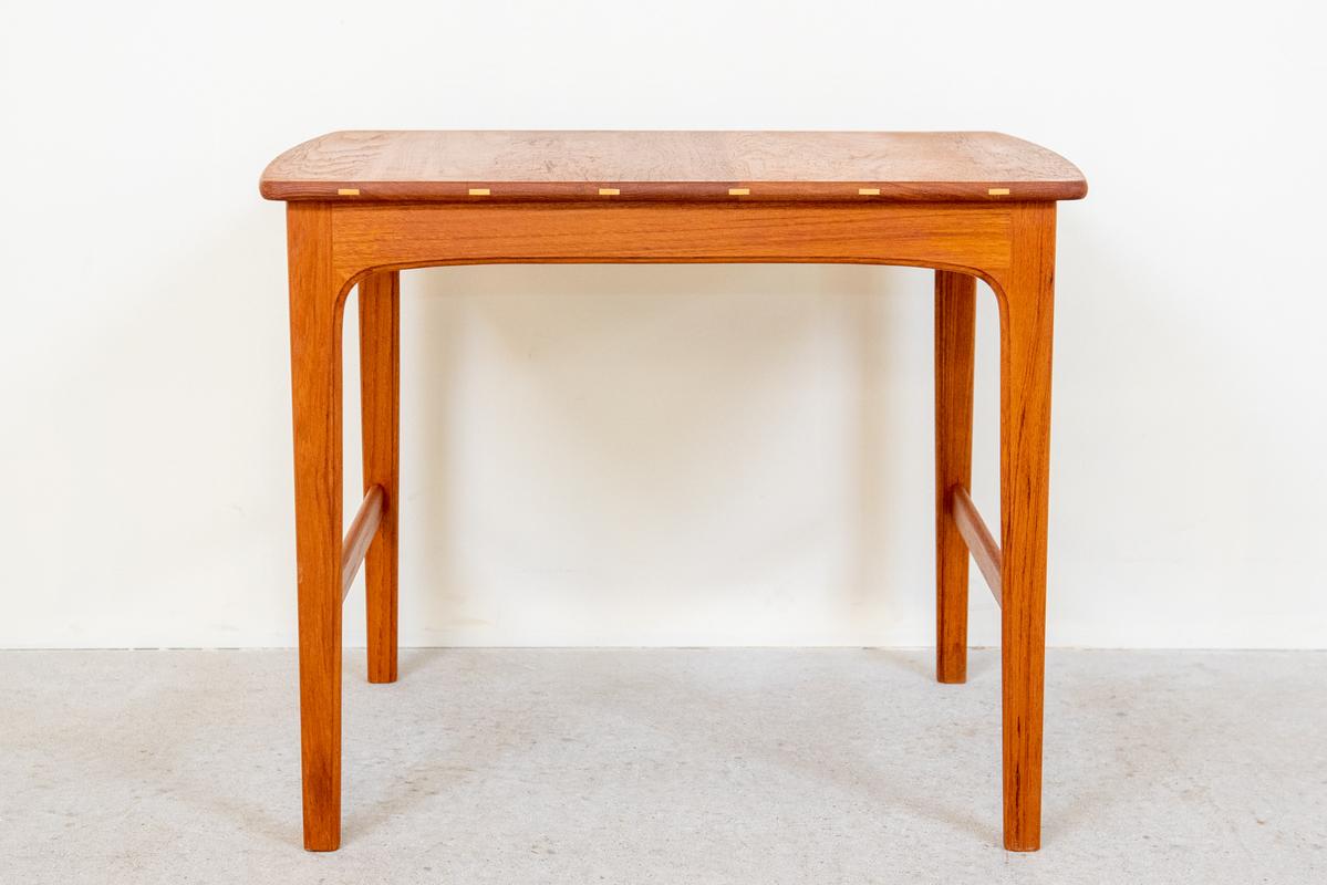 スモールテーブル